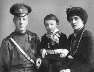 Ахматова с Гумилевым и с сыном Львом